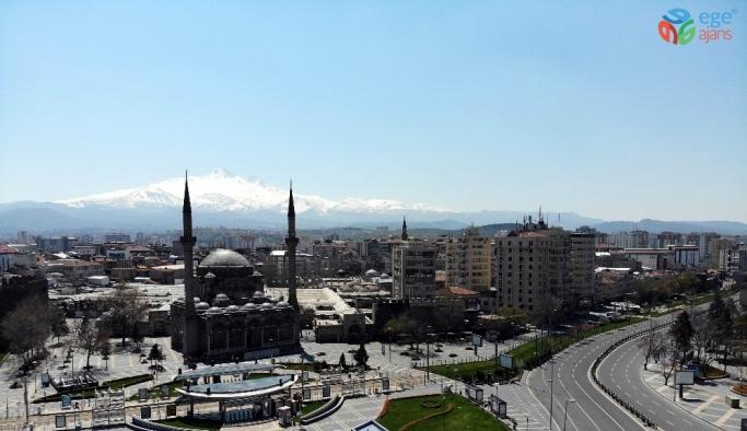 Kayseri'de vatandaşlar sokağa çıkma yasağına uydu, caddeler boş kaldı