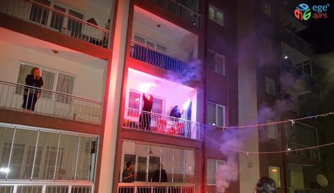 Komşularından polis memuruna meşaleli sürpriz