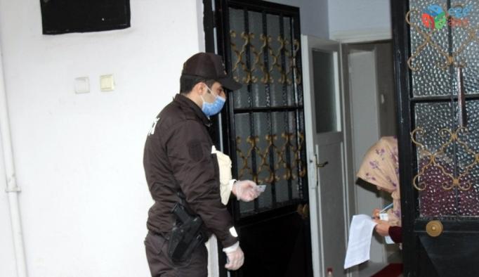 Sakarya'da polis ve bekçiler yardım ödemelerini ailelere ulaştırdı