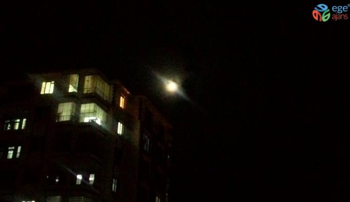 Süper Ay Malatya'da puslu göründü