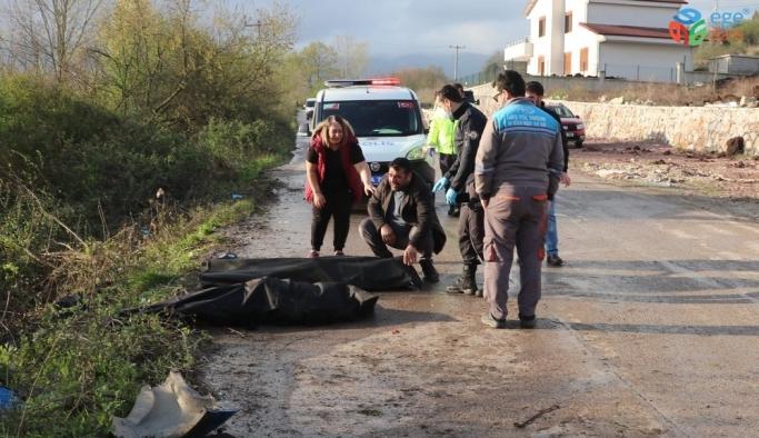 Takla atan otomobil elektrik direğini yerinden söktü: 2 ölü 2 yaralı