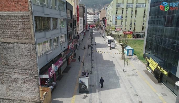 Yasak olmamasına rağmen Karabük'te sokak ve caddelerde sessizlik hakim oldu