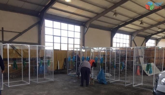 Yerli imkanlarla üretilen izole kabin ve sedyeler 10 ilçeye dağıtıldı
