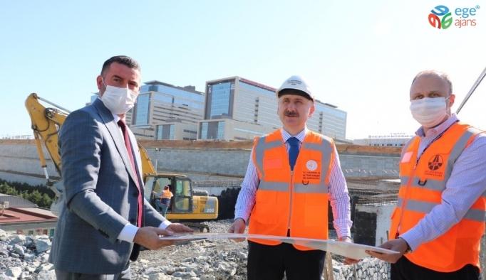 """Bakan Karaismailoğlu: """"Söz verdiğimiz gibi 20 Mayıs'ta hastane, yolları ile beraber hizmet vermeye başlayacak"""""""