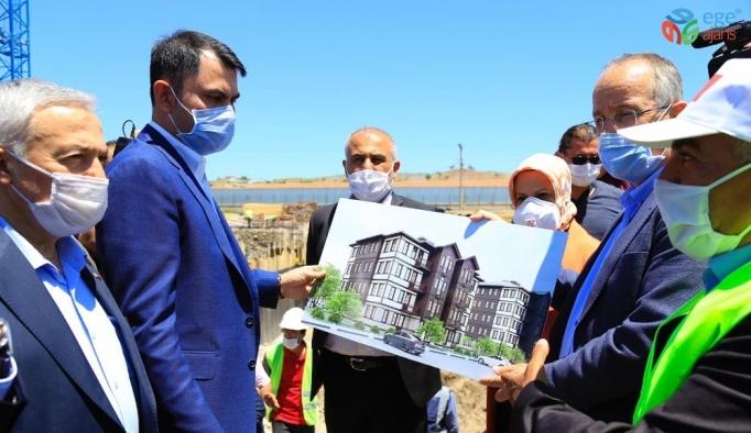 Bakan Kurum Elazığ'da, deprem konutlarını inceledi