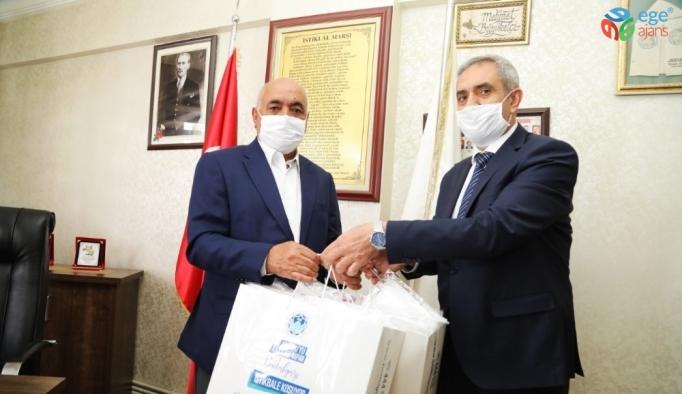 Battalgazi Belediyesi, fırıncı esnafına maske dağıttı