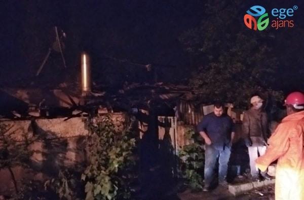 Çavdarhisar'daki yangında tek katlı ev ve ticari araç kül oldu