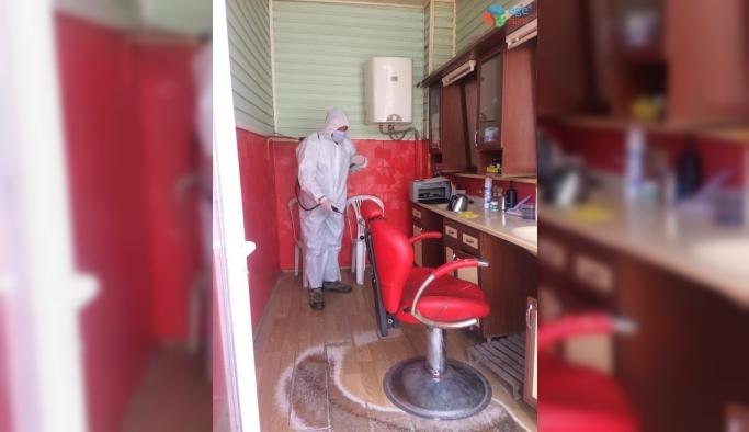Dumlupınar'da berber ve kuaför salonları dezenfekte edildi