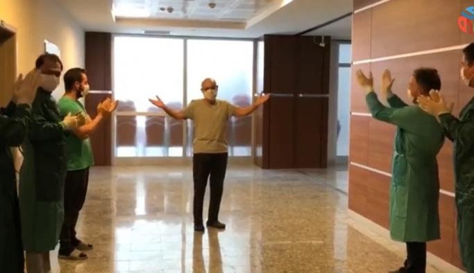 Kovid-19'u yenen doktoru mesai arkadaşları alkışlarla taburcu etti
