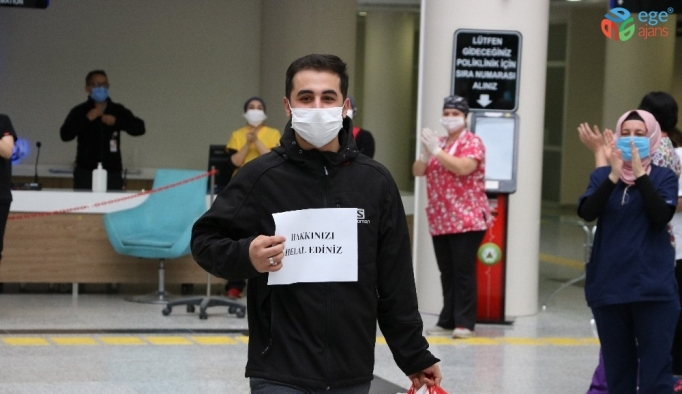 (Özel) Koronayı yenen hastalardan sağlık çalışanlarına afişli teşekkür