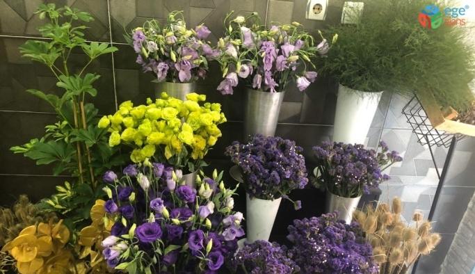 Yasaktan muaf tutulan çiçekçilerde yoğunluk yaşanıyor