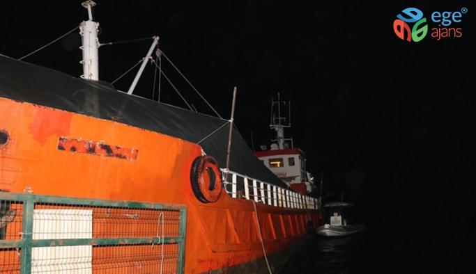 İzmir'de dev operasyon! Gemide 276 sığınmacı yakalandı