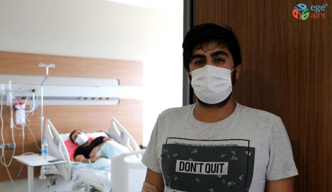 Korona virüse yakalanan baba ile oğul yan yana odalarda tedavi görüyor