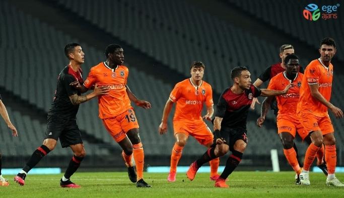Süper Lig: Karagümrük: 0 - Medipol Başakşehir: 0 (İlk yarı)