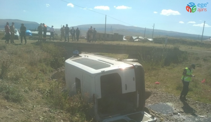 Veterinerleri taşıyan araç şarampole düştü: 4 yaralı