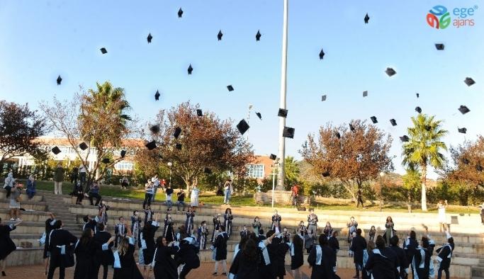 ADÜ Diş Hekimliği Fakültesi mezuniyet ve yemin töreni gerçekleşti