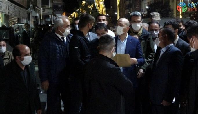 Bakan Soylu, gece yarısı Hakkari caddelerinde