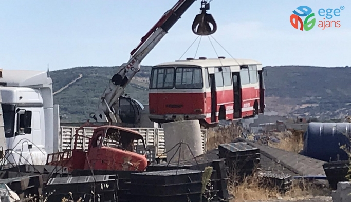 Bergama Belediyesi kullanım ömrünü tamamlayan araç ve gereçlerden kurtuluyor