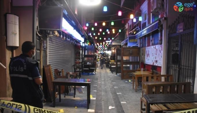 İzmir'de garsonların müşteri kavgasında ortalık savaş alanına döndü