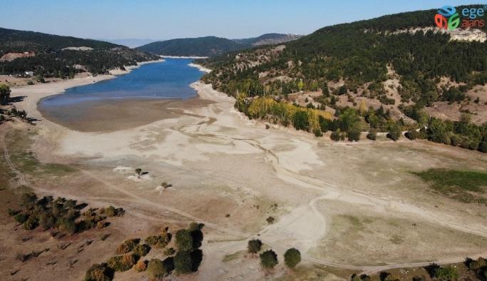 Karaçomak Barajı'nda sular çekilince valilik ve belediye tasarrufu uyarısı yaptı