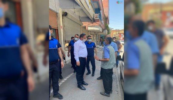 Korona virüs aşı randevusu alamayan vatandaşın yardımına zabıta müdürü yetişti