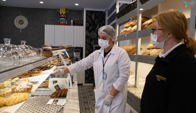 Kuşadası Belediyesi sağlıksız gıdaya geçit vermiyor
