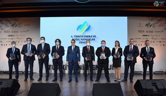 Enerji ve Doğal Kaynaklar Zirvesi'nde enerji şirketine ödül