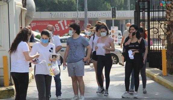 İzmir'de YKS heyecanı: Koşarak sınava yetiştiler