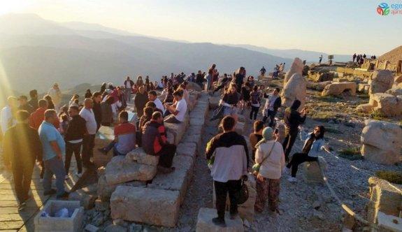 Nemrut Dağı'na turist akını