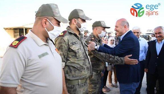 Bakan Soylu, Zeytin Dalı bölgesinde güvenlik güçleriyle bayramlaştı