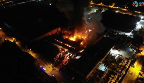 Elazığ Organize Sanayi Bölgesinde(OSB) bir fabrikada yangın çıktı, çok sayıda ekip yangına müdahale etmeye başladı