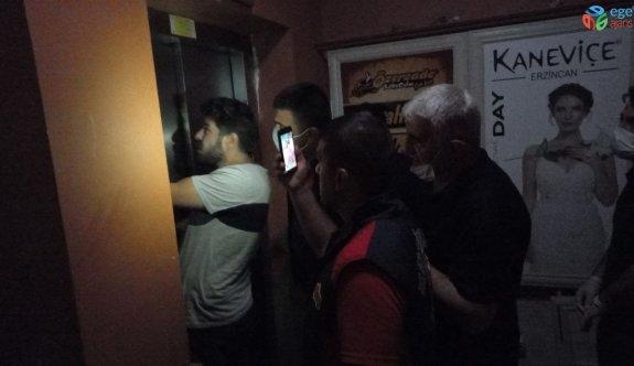 Erzincan'da asansörde mahsur kalan 3 kişi uzun uğraşlar sonucu kurtarıldı