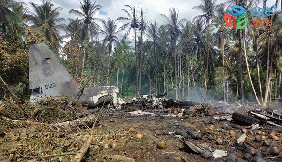 Son dakika! Filipinler'de 85 kişiyi taşıyan askeri uçak düştü