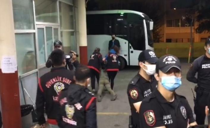 'Barınamıyoruz' diyen öğrencilere polis müdahalesi: 30'a yakın gözaltı