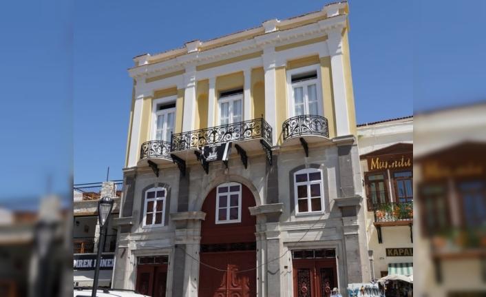 Çeşme Belediyesi tarihi Akdeniz Otel'i ayağa kaldırıyor