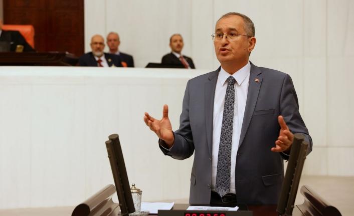CHP'li Sertel: Saraylara harcanan para ile 84 bin kişilik 84 ayrı yurt yapılabilirdi