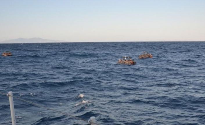İzmir Foça açıklarında 74 düzensiz göçmen kurtarıldı