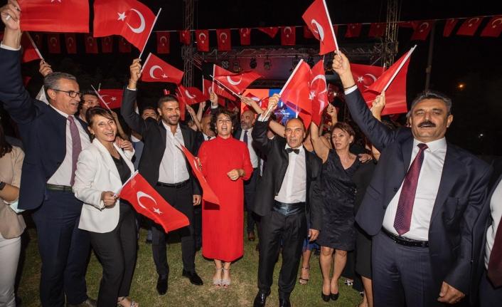 İzmir'de coşkulu 9 Eylül Resepsiyonu
