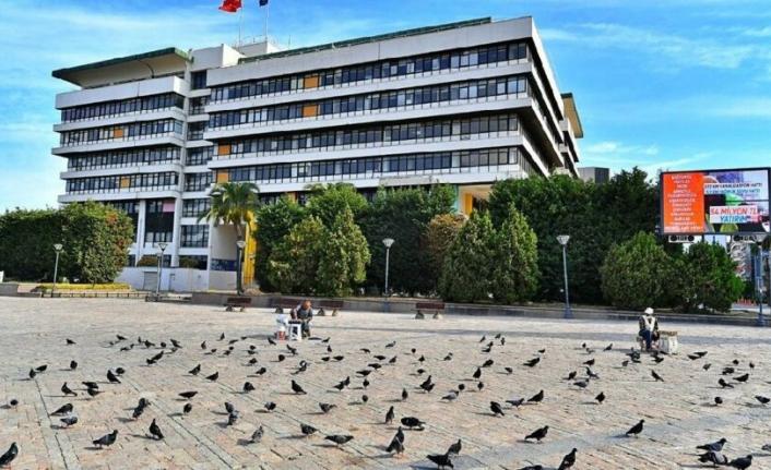 İzmir'de belediye binası tartışması