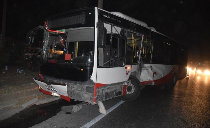 İzmir'de belediye otobüsü ile TIR çarpıştı: 12 yaralı