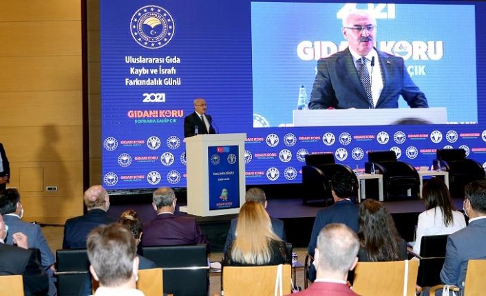 Vali Köşger'den İzmir'deki panelde israf çıkışı: Bir taraf aç, diğer taraf obeziteyle karşı karşıya