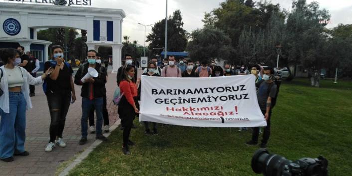 İzmir'de üniversite önünde 'Barınamıyoruz' eylemi