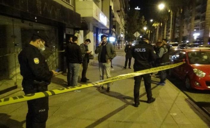 İzmir'de alkollü gençlerin tartışması kanlı bitti: 1 ölü