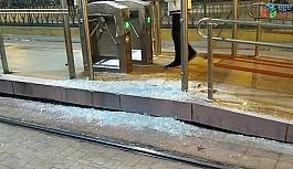 Beyoğlu'nda 7 yaşındaki çocuk tramvay ile peron arasına sıkıştı