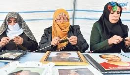 Diyarbakır anneleri Mehmetçik için atkı örüyor