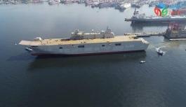 Türkiye'nin en büyük savaş gemisi olacak TCG Anadolu'nun inşa faaliyetlerini inceleyen Cumhurbaşkanlığı Savunma Sanayii Başkanı Prof. Dr. İsmail Demir, gemiyi 2020 sonunda Deniz Kuvvetlerine teslim edeceklerini söyledi.