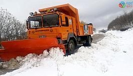 Konya Büyükşehir Belediyesi, kar ve buzlanmaya karşı 31 ilçede 24 saat görevde