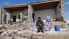 Deprem felaketinin ardından mutlulukları fotoğraflarda kaldı