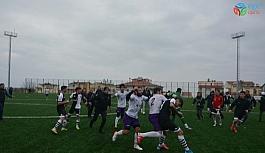 Maçtan sonra saha karıştı, futbolcular birbirine girdi
