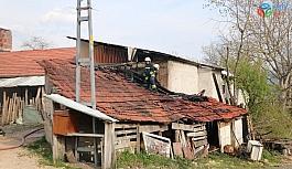 Bolu'da, odunluk yangını kısa sürede söndürüldü